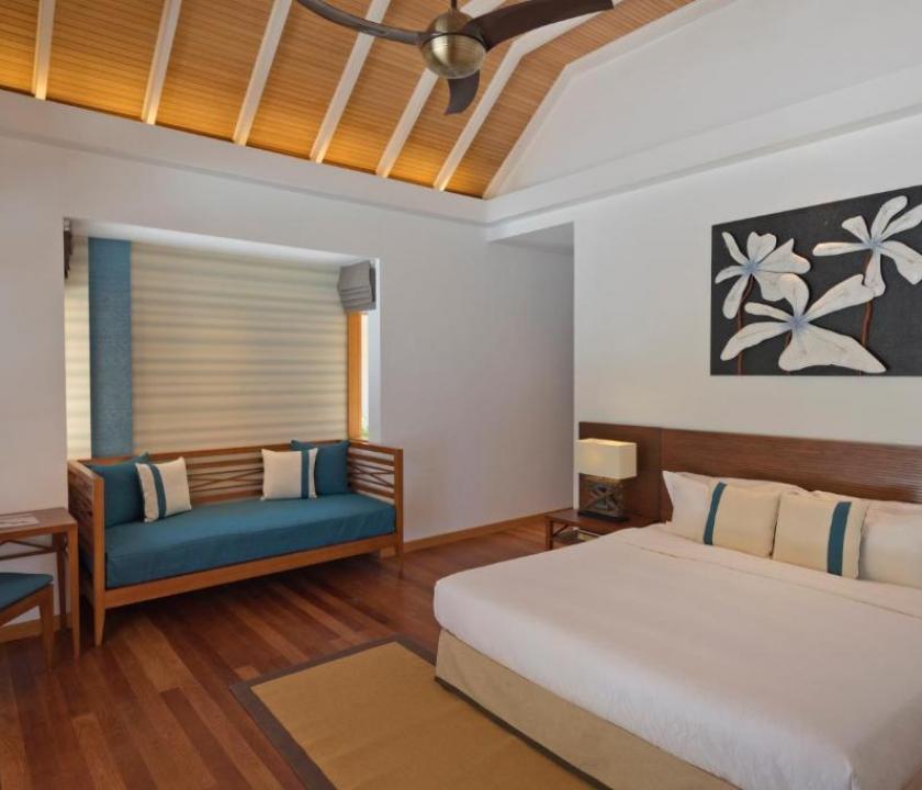 Kurumba Maldives / Beachfront Deluxe Bungalow (Maldív-szigeteki utazások)