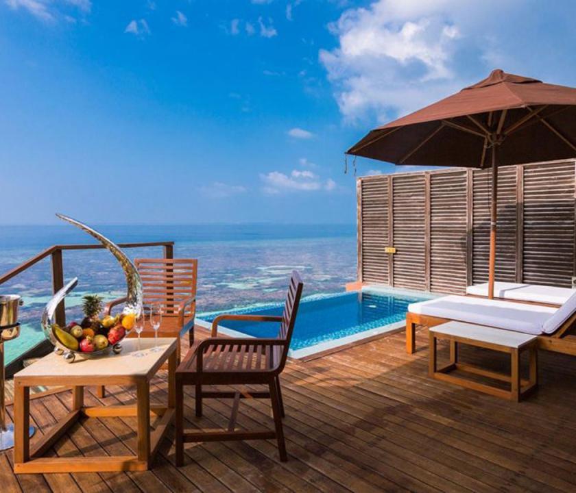 Lily Beach Resort & Spa / Deluxe Water Villa - terasz (Maldív-szigeteki utazások)
