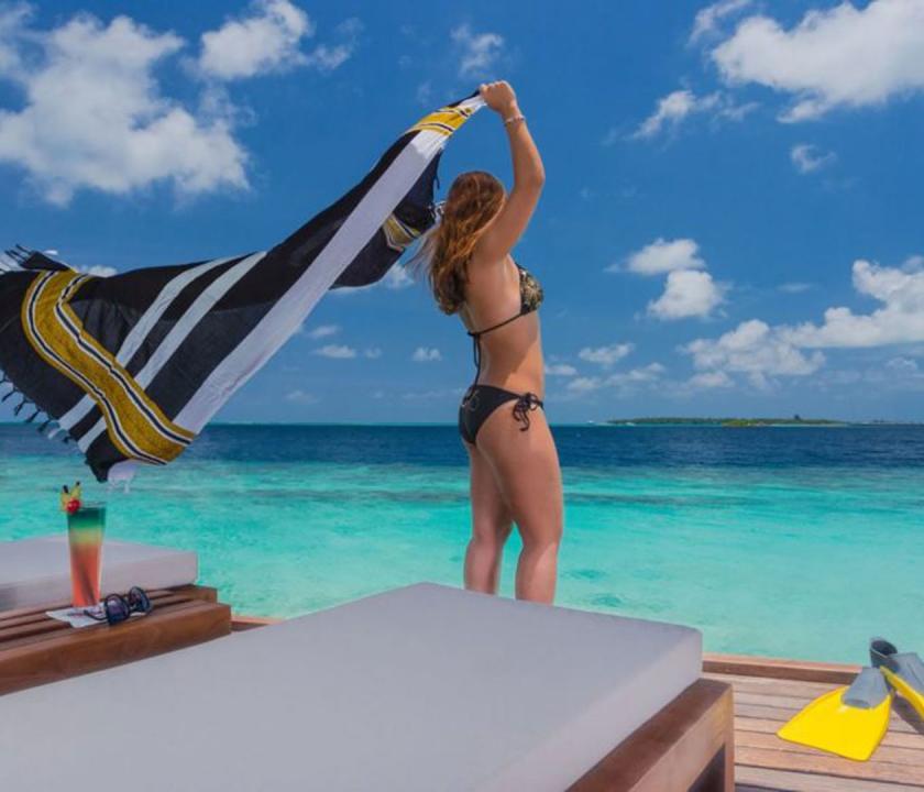 Lily Beach Resort & Spa / Lagoon Villa - terasz (Maldív-szigeteki utazások)