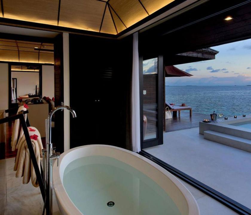 Lily Beach Resort & Spa / Sunset Water Suite - fürdőszoba (Maldív-szigeteki utazások)
