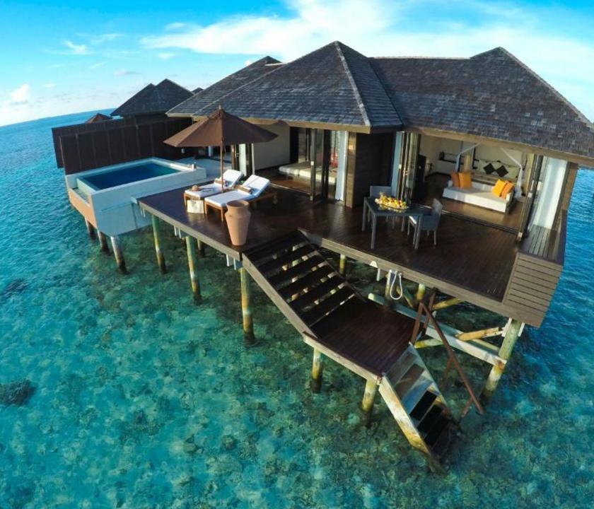 Lily Beach Resort & Spa / Sunset Water Suite - a villa kívülről (Maldív-szigeteki utazások)