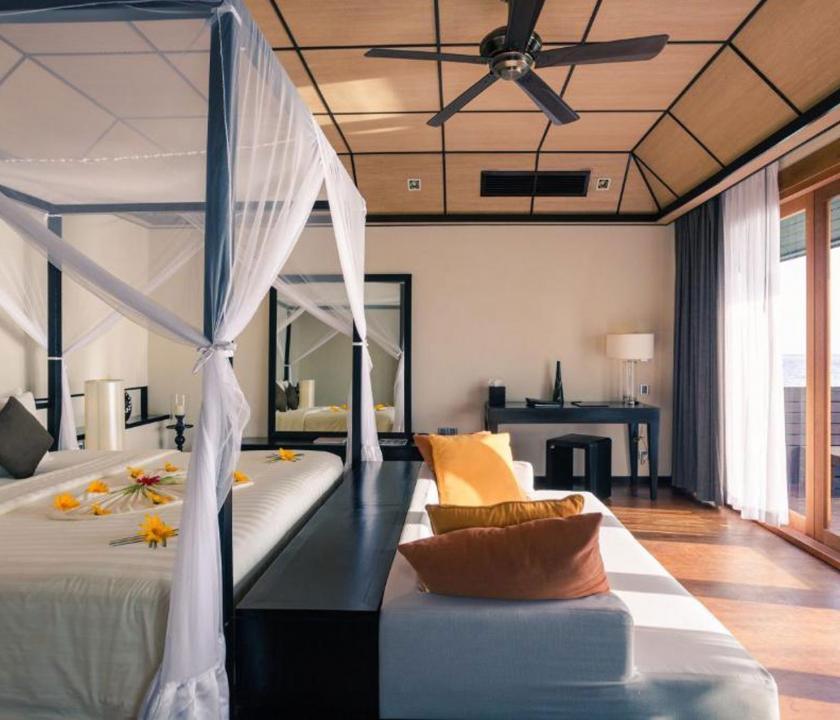 Lily Beach Resort & Spa / Sunset Water Suite - hálószoba (Maldív-szigeteki utazások)
