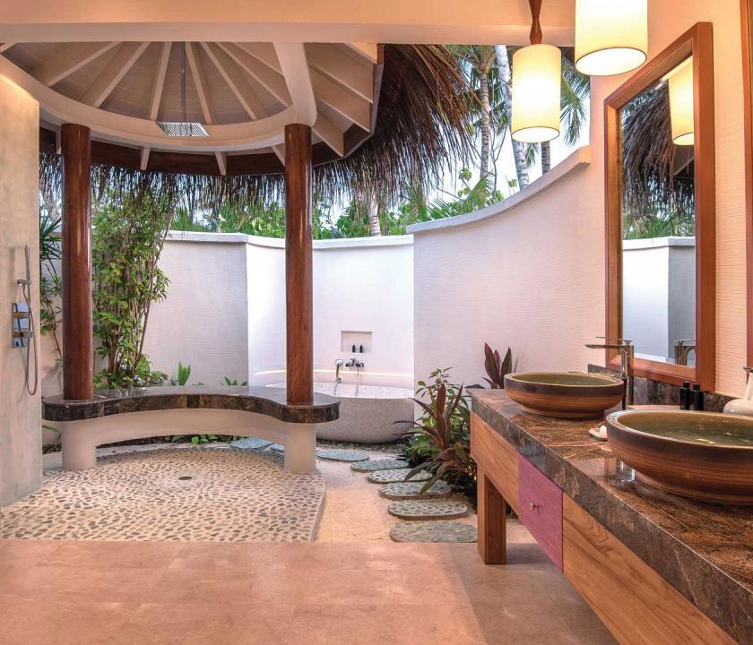 OBLU SELECT at Sangeli by Atmosphere / Beach Family Suite with Pool - külső fürdőszoba (Maldív-szigeteki utazások)