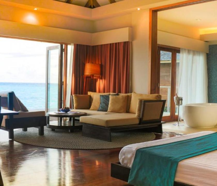 Vakarufalhi Island Resort / Water Bungalow (Maldív-szigeteki utazások)
