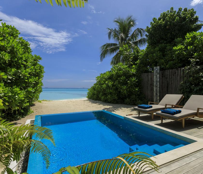 Velassaru Maldives / Beach Villa with Pool - medence (Maldív-szigeteki utazások)