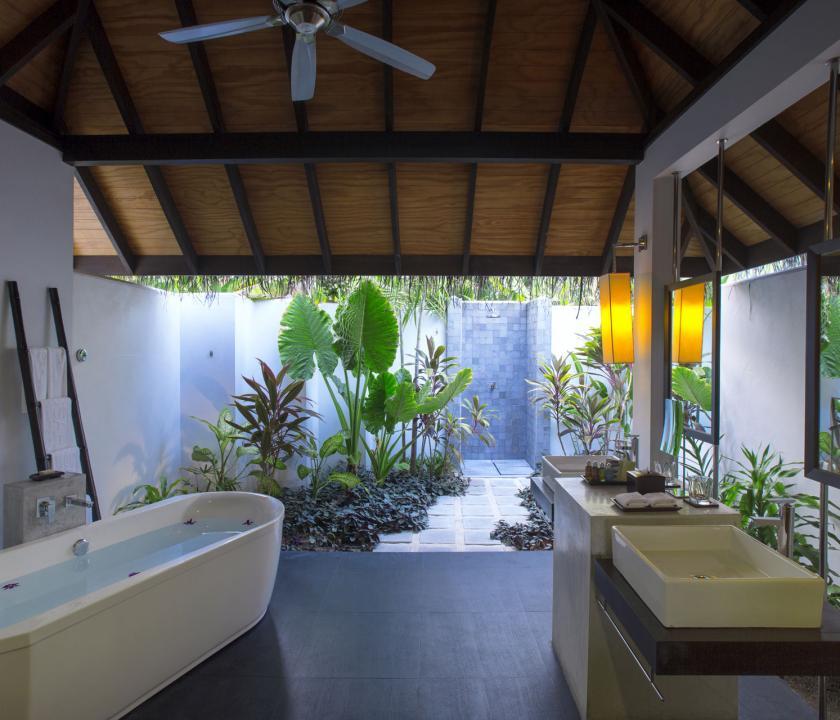 Velassaru Maldives / Beach Villa - fürdőszoba (Maldív-szigeteki utazások)