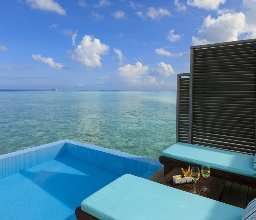 Velassaru Maldives / Water Bungalow with Pool - medence (Maldív-szigeteki utazások)