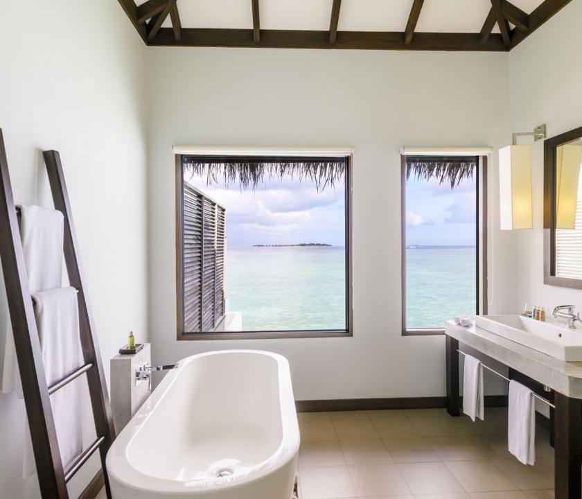 Velassaru Maldives / Water Bungalow with Pool - fürdőszoba (Maldív-szigeteki utazások)