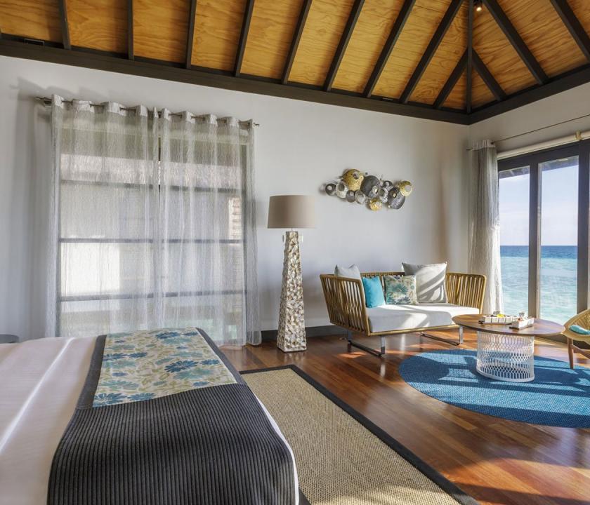 Velassaru Maldives / Water Villa with Pool - hálószoba (Maldív-szigeteki utazások)