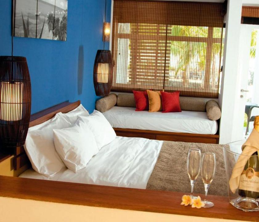 Laguna Beach Hotel & Spa / Deluxe Seaview room - hálószoba (Mauritiusi utazások)