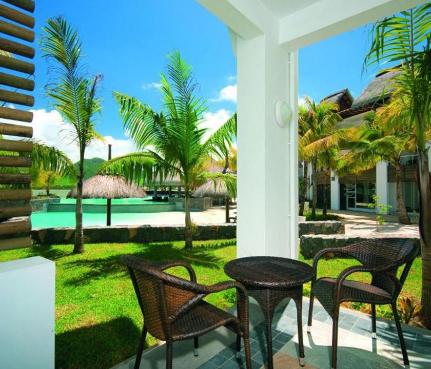 Laguna Beach Hotel & Spa / Deluxe Seaview room - terasz (Mauritiusi utazások)