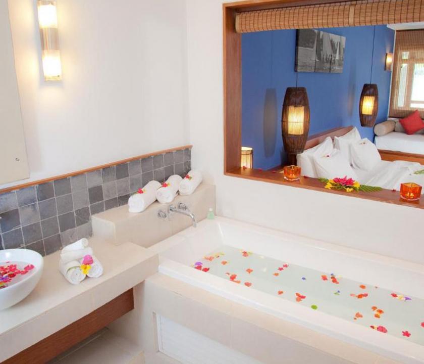 Laguna Beach Hotel & Spa / Family Seaview room - fürdőszoba (Mauritiusi utazások)