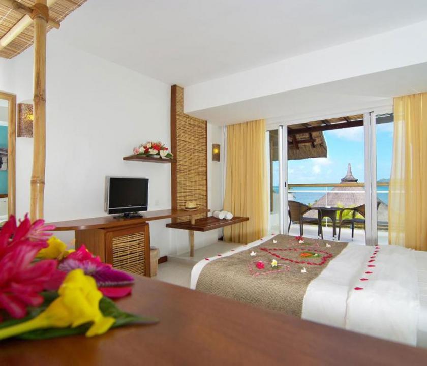 Laguna Beach Hotel & Spa / Standard Seaview room - hálószoba (Mauritiusi utazások)