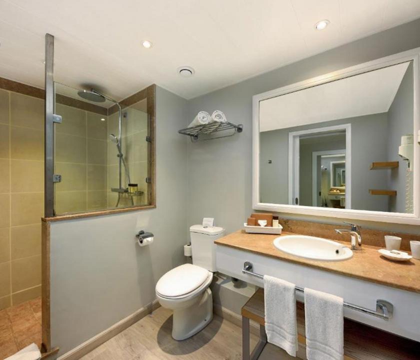 Mauricia Beachcomber Resort & Spa / Standard Beachfront room - fürdőszoba (Mauritiusi utazások)