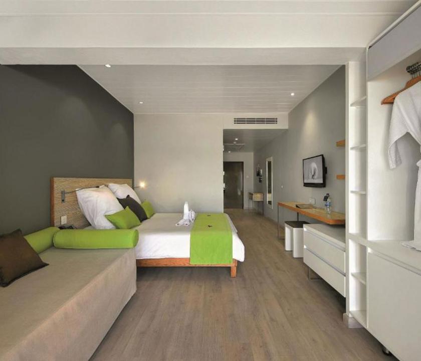 Mauricia Beachcomber Resort & Spa / Superior Beachfront room - hálószoba (Mauritiusi utazások)