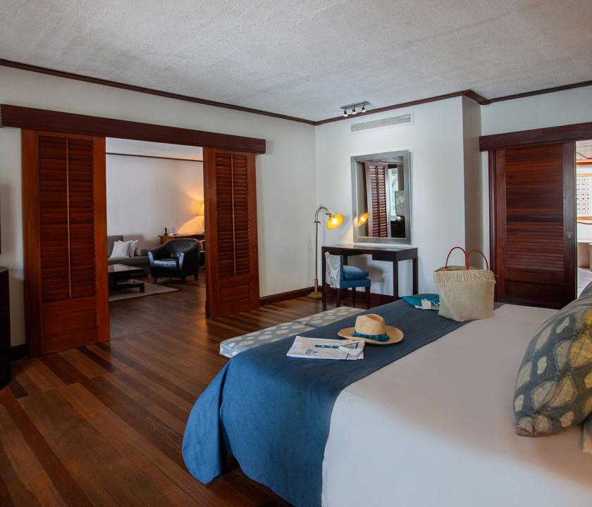 Paradis Beachcomber Golf Resort & Spa / Senior Suite Beachfront - hálószoba (Mauritiusi utazások)