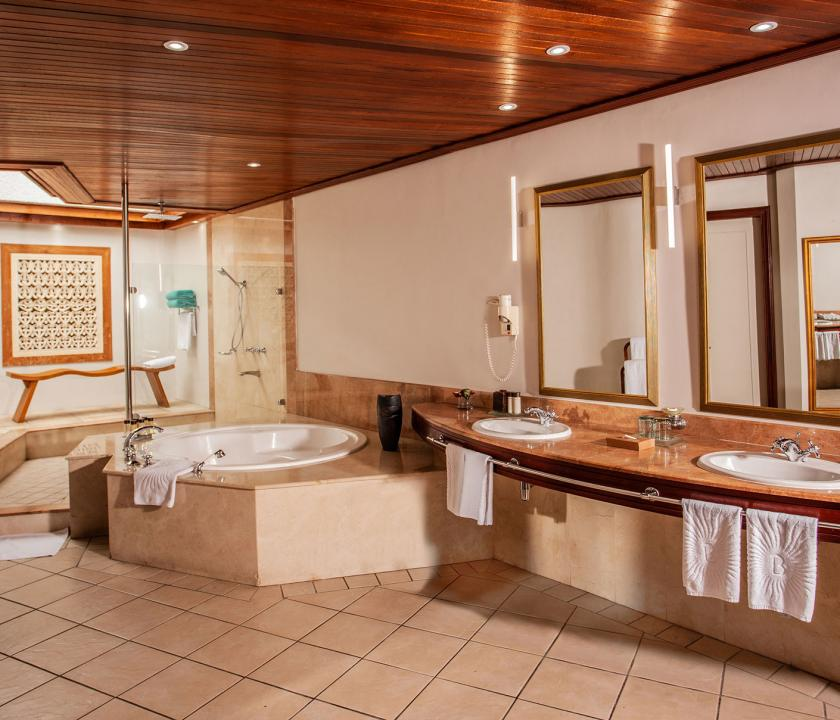 Paradis Beachcomber Golf Resort & Spa / Senior Suite Beachfront - fürdőszoba (Mauritiusi utazások)