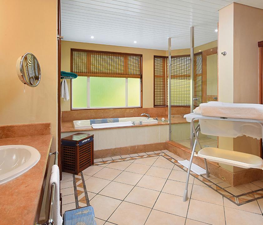 Paradis Beachcomber Golf Resort & Spa / 2 Bedroom Tropical Family Suite - fürdőszoba (Mauritiusi utazások)