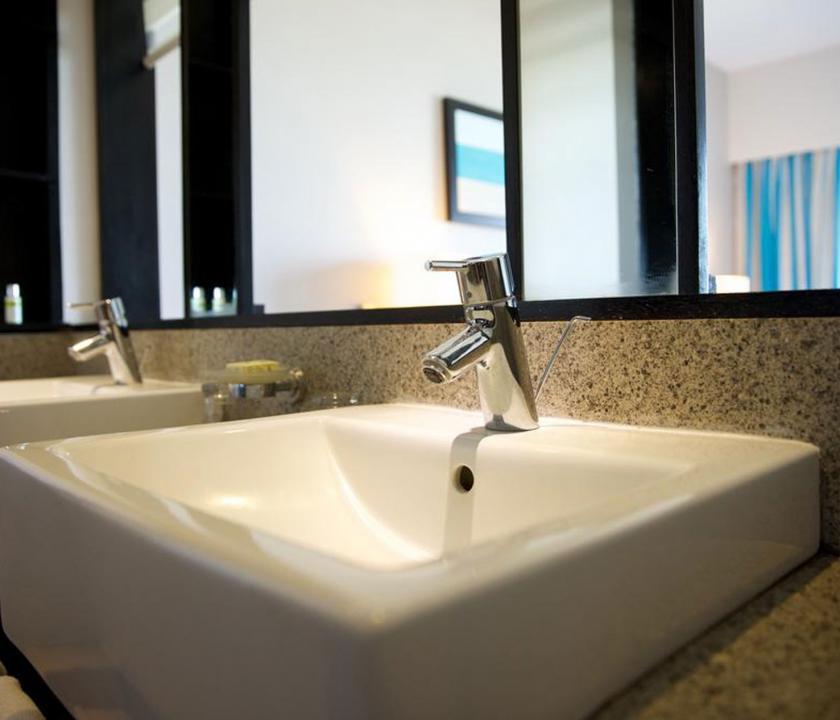 Pearle Beach Resort & Spa / Deluxe Garden view room - fürdőszoba (Mauritiusi utazások)