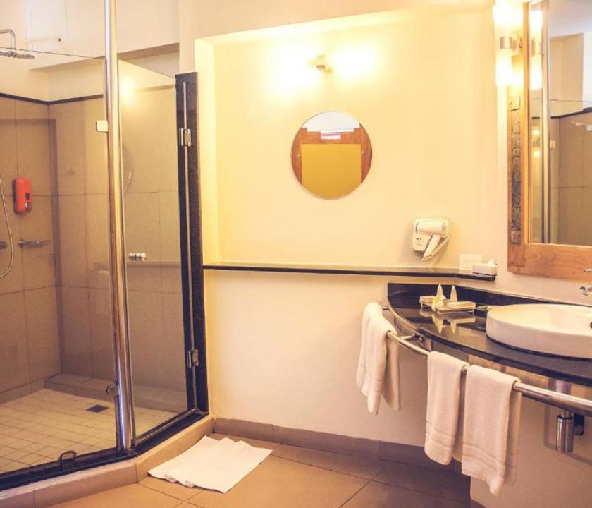 Tamarina Golf & Spa Boutique Hotel / Deluxe Beachfront room - fürdőszoba (Mauritiusi utazások)
