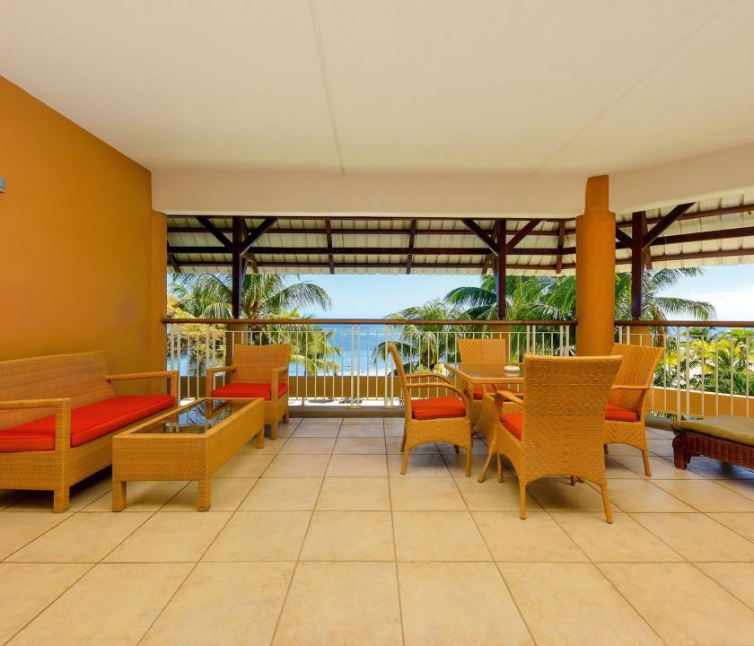 Victoria Beachcomber Resort & Spa / 2 Bedroom Family Apartment - terasz (Mauritiusi utazások)