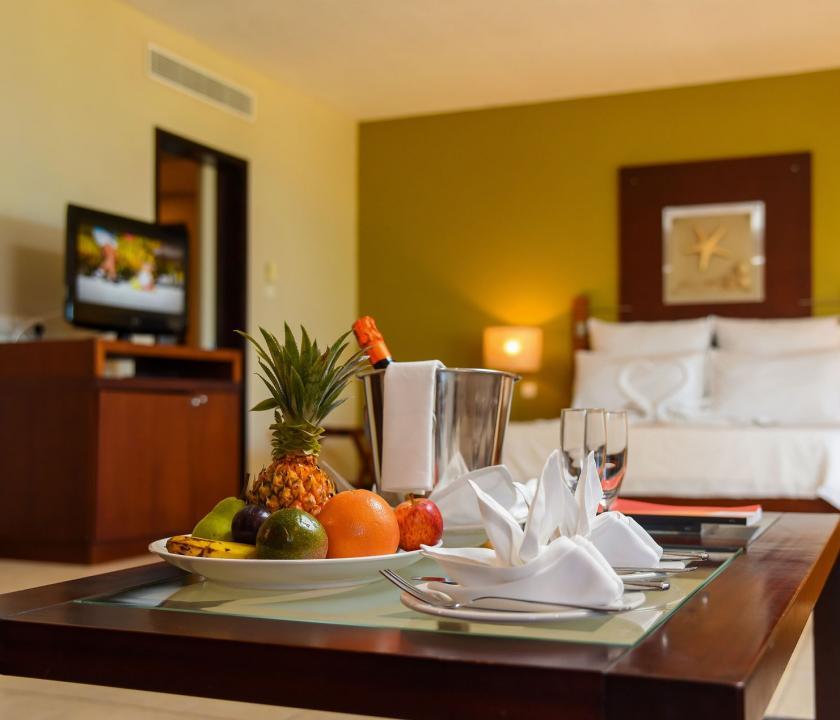 Victoria Beachcomber Resort & Spa / 2 Bedroom Family Apartment - nappali (Mauritiusi utazások)