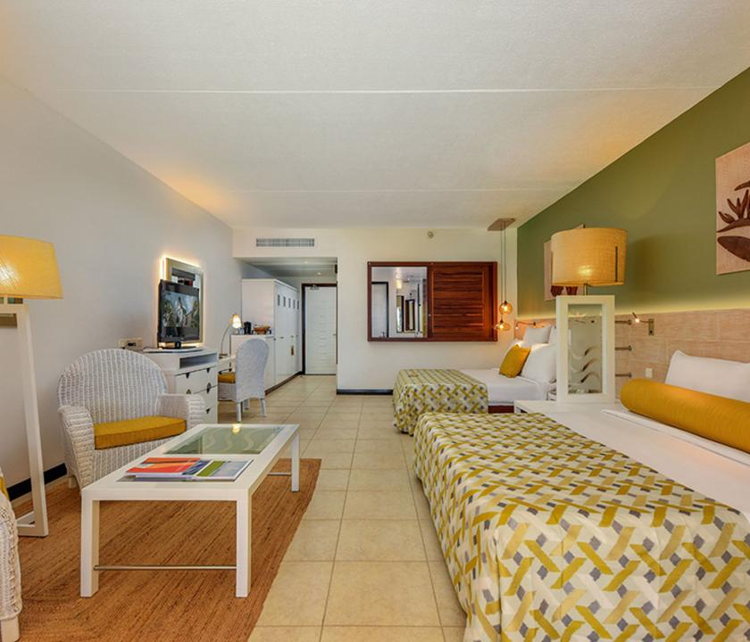Victoria Beachcomber Resort & Spa / Deluxe Groundfloor - hálószoba (Mauritiusi utazások)