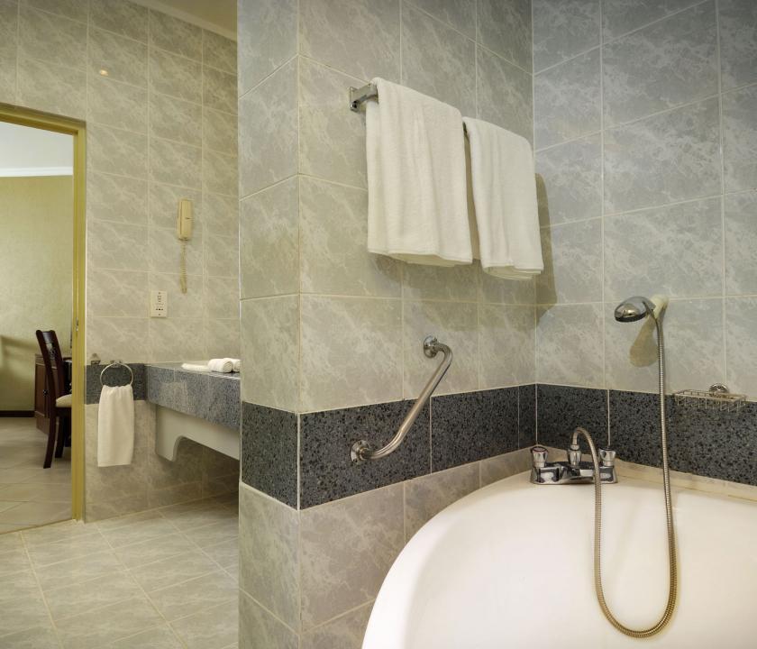 Berjaya Beau Vallon Bay Resort & Casino / Superior room - Fürdőszoba (Seychelle szigeteki utazások)