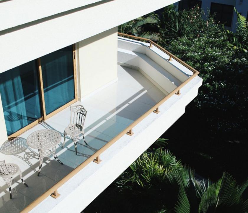 Crown Beach / Junior Suite - terasz (Seychelle szigeteki utazások)
