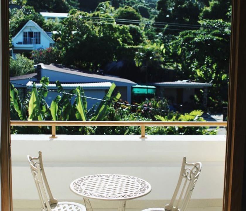 Crown Beach / Junior Suite - kilátás a teraszról (Seychelle szigeteki utazások)