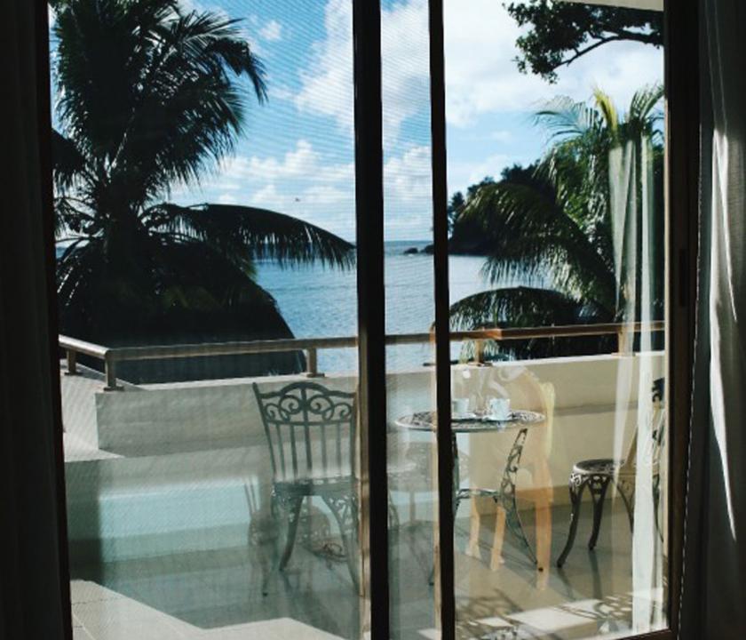 Crown Beach / Junior Suite Seaview - kilátás a szobából (Seychelle szigeteki utazások)