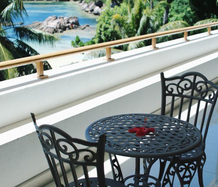 Crown Beach / Junior Suite Seaview - terasz (Seychelle szigeteki utazások)
