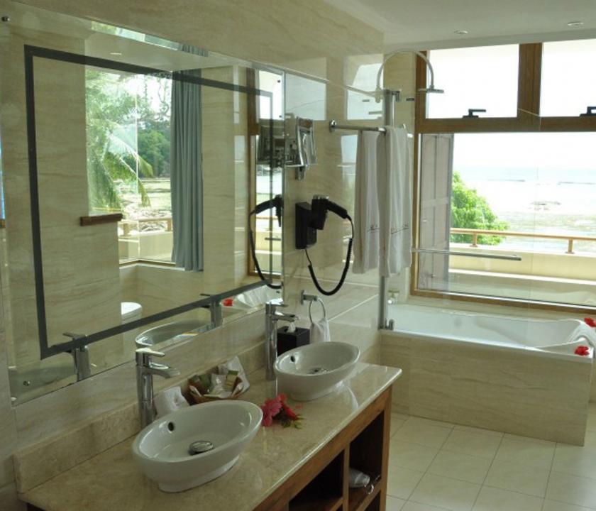 Crown Beach / Junior Suite Seaview - Fürdőszoba (Seychelle szigeteki utazások)