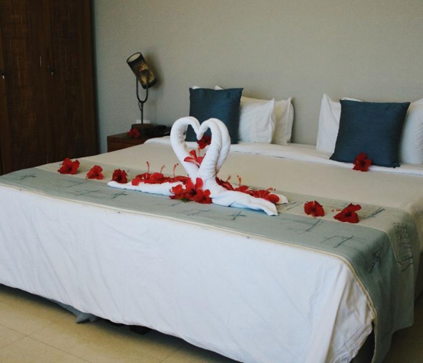 Crown Beach / Junior Suite Seaview - vendégfogadás a szobában (Seychelle szigeteki utazások)