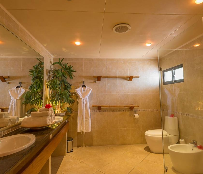 Coco de Mer Hotel & Black Parrot Suites / Black Parrot Junior suite - Fürdőszoba (Seychelle szigeteki utazások)