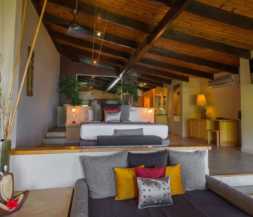 Coco de Mer Hotel & Black Parrot Suites / Black Parrot Junior suite - nappali (Seychelle szigeteki utazások)