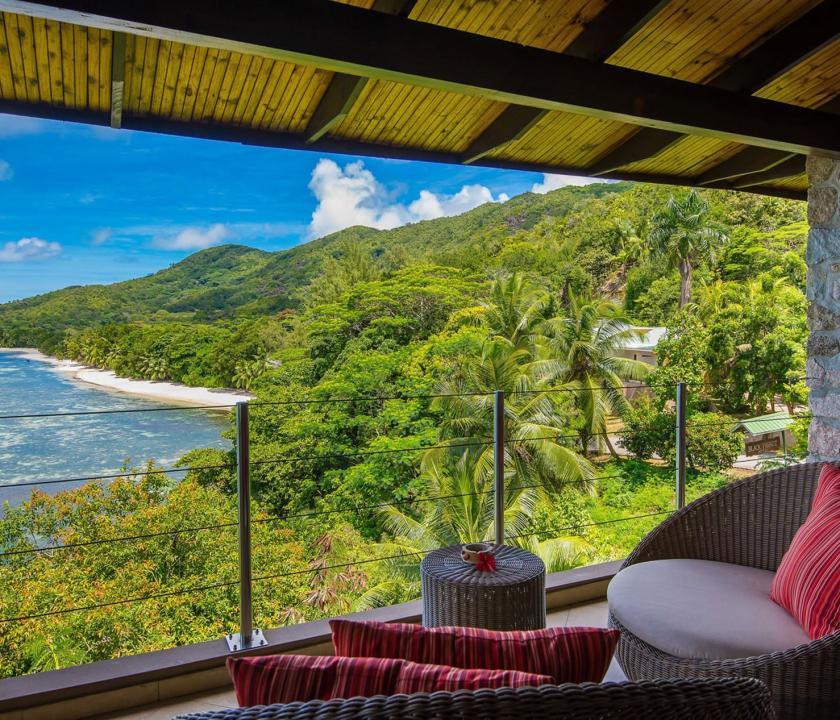 Coco de Mer Hotel & Black Parrot Suites / Black Parrot Junior suite - kilátás a teraszról (Seychelle szigeteki utazások)