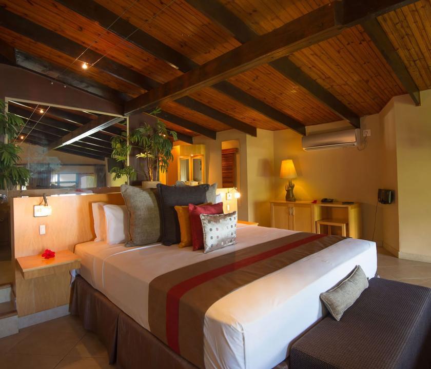 Coco de Mer Hotel & Black Parrot Suites / Black Parrot Junior suite - hálószoba (Seychelle szigeteki utazások)