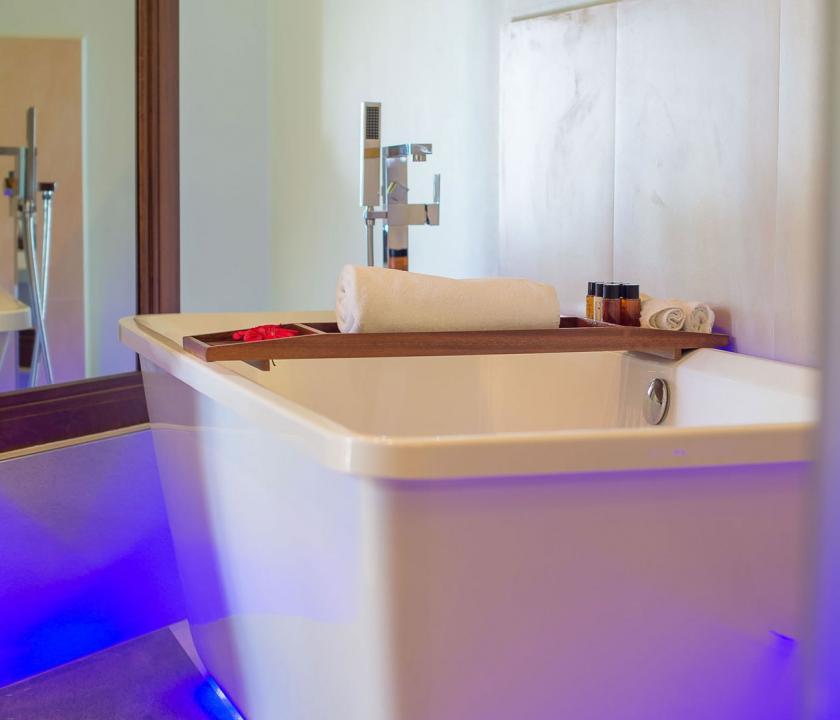 Coco de Mer Hotel & Black Parrot Suites / Standard room - Fürdőszoba (Seychelle szigeteki utazások)