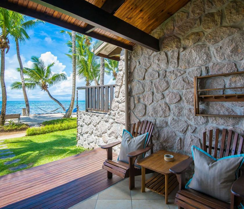 Coco de Mer Hotel & Black Parrot Suites / Superior room - bejárat (Seychelle szigeteki utazások)
