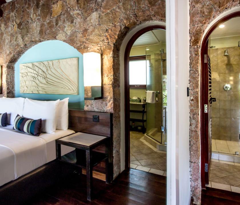 Paradise Sun Hotel / Superior room - hálószoba és fürdő (Seychelle szigeteki utazások)