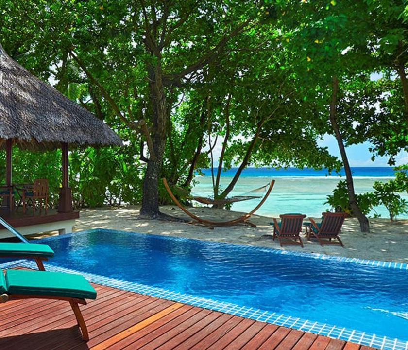 Hilton Seychelles Labriz Resort & Spa / Deluxe Beachfront Pool Villa - medence és kilátás (Seychelle szigeteki utazások)