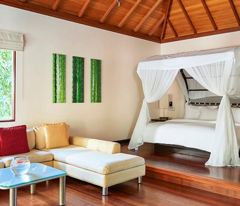 Hilton Seychelles Labriz Resort & Spa / King Sanctuary Pool Villa - hálószoba (Seychelle szigeteki utazások)