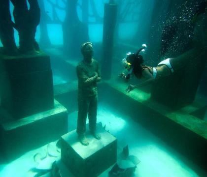 A világ első félig víz alatti múzeuma nyílt meg a Maldív-szigeteken