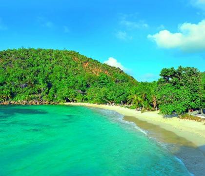 Praslin sziget, ahol 25 évente terem az óriás kókuszdió