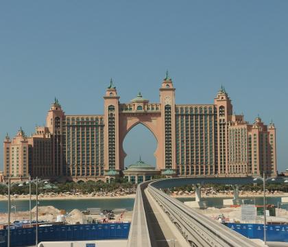 Palm Jumeirah Monorail - Dubai gyorsvasútja a Pálma szigetre